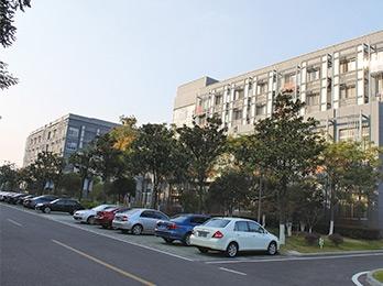 """张家港经济开发区蓝领公寓""""太空结合""""热水工程"""